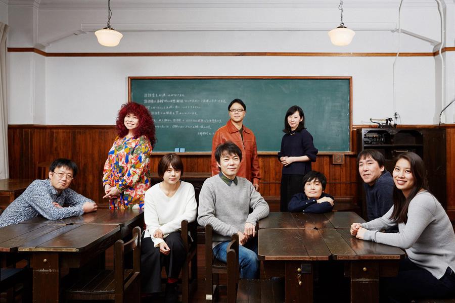 舞台『ハテノウタ』の出演者ら。左から2人目が浦嶋りんこ、真ん中後ろが土田英生