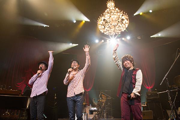 左から、森俊之(Key)、亀田誠治(B)、佐橋佳幸(G) 撮影/三浦麻旅子