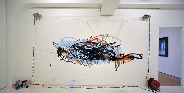 やんツー《「落書き」のための装置》※参考作品/キュレーター公募企画展「大いなる日常」より、ボーダレス・アートミュージアムNO-MAで(滋賀県近江八幡市)