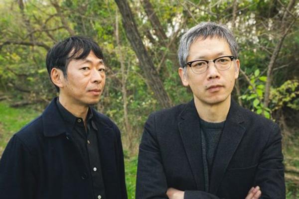 大阪でトークイベントをおこなう矢口史靖(右)と鈴木卓爾(左)