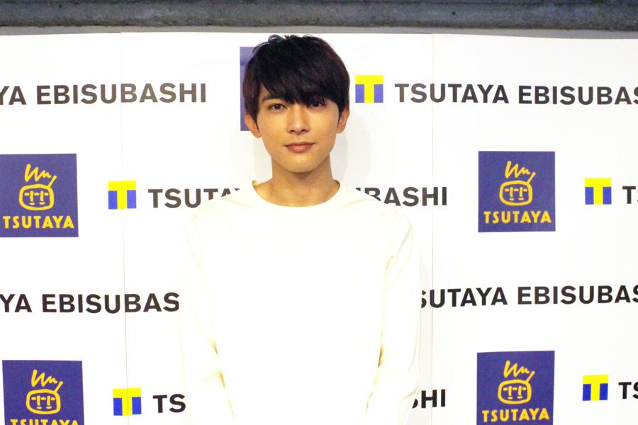 大阪市内でカレンダーのお渡しイベントを開催した吉沢亮