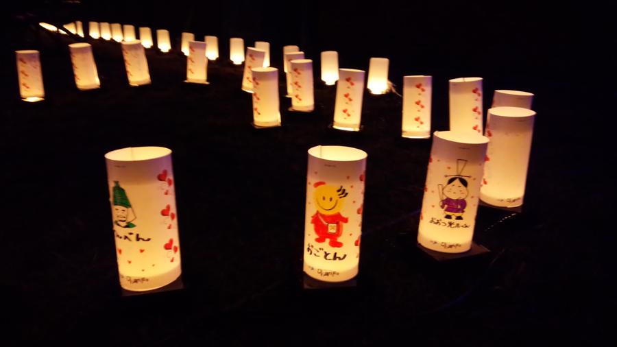 メッセージの書かれた「灯りシート」がランタンとして各会場を照らし出す