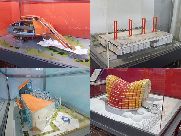 左上から右回りに、日立グループ館 建築模型、英国館 建築模型、富士グループ・パビリオン 建築模型、三菱未来館 建築模型