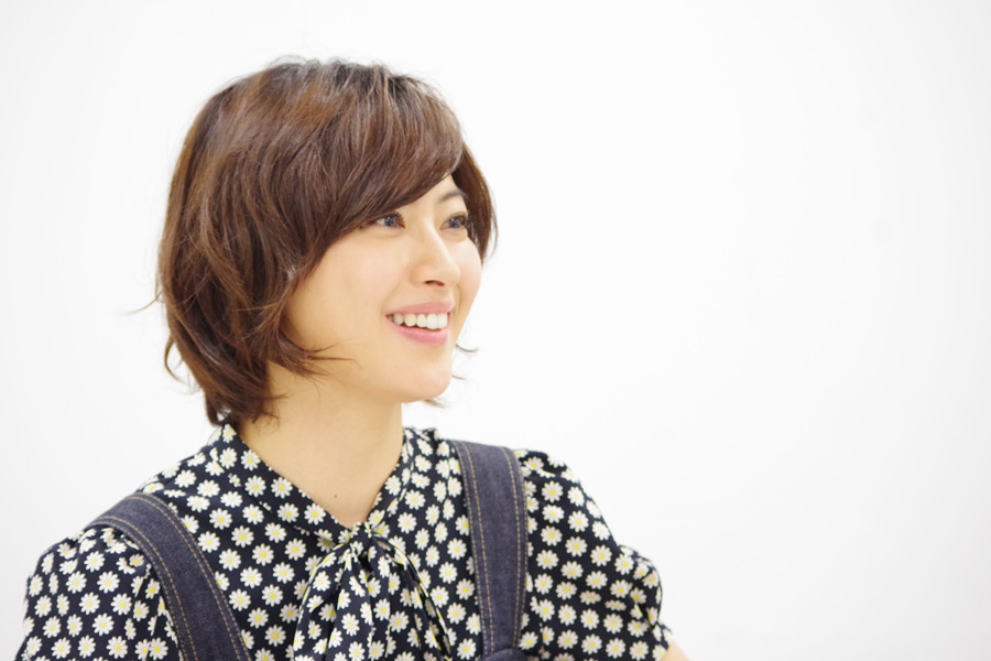 演出は、テレビドラマ『スーパーサラリーマン左江内氏』や『勇者ヨシヒコ』シリーズの福田雄一。「福田さんの映像作品がすごく好きで、一緒にお仕事したいなって思っていました」と瀧本