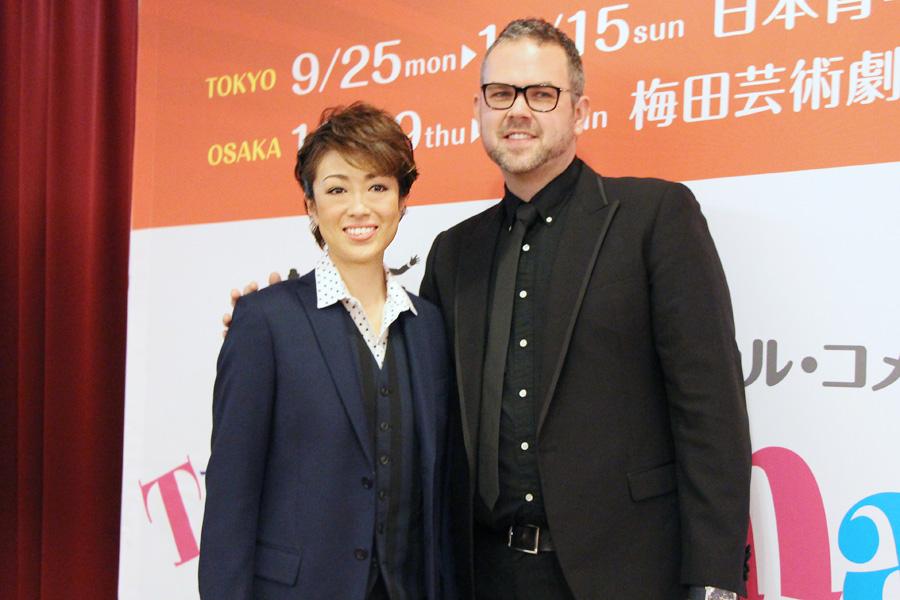 『タイタニック』『グランドホテル』の日本版を演出したトムは、イギリスでも数々の演劇賞を受賞。「北翔さんの才能をもって新しいベイブを作る」と意気込む