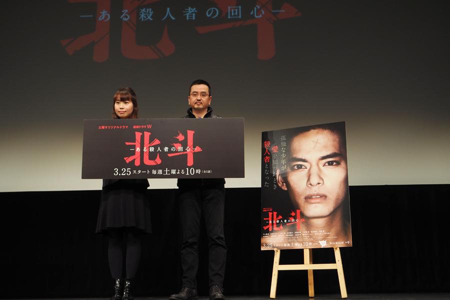 瀧本智行監督(右)と、岡野プロデューサー(21日、大阪市内)