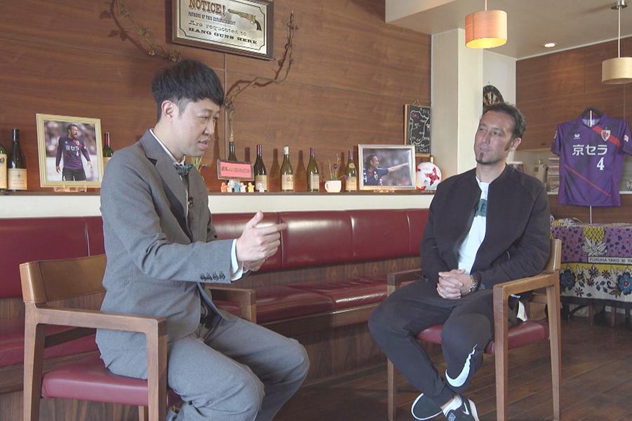 対談では、田中マルクス闘莉王がMCの小籔千豊に相談する一幕も