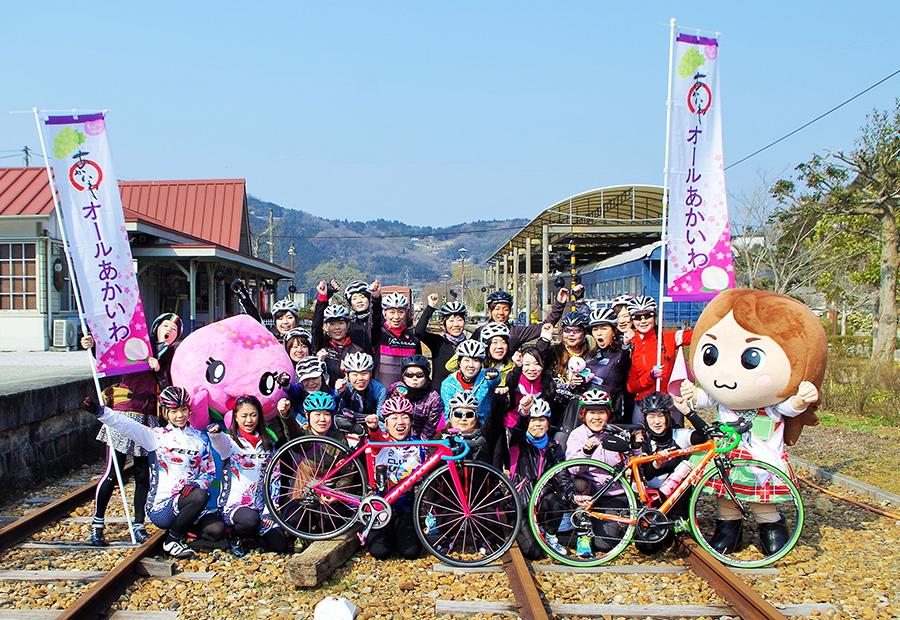 出発点の「柵原ふれあい鉱山公園」(岡山県美咲町)で記念撮影