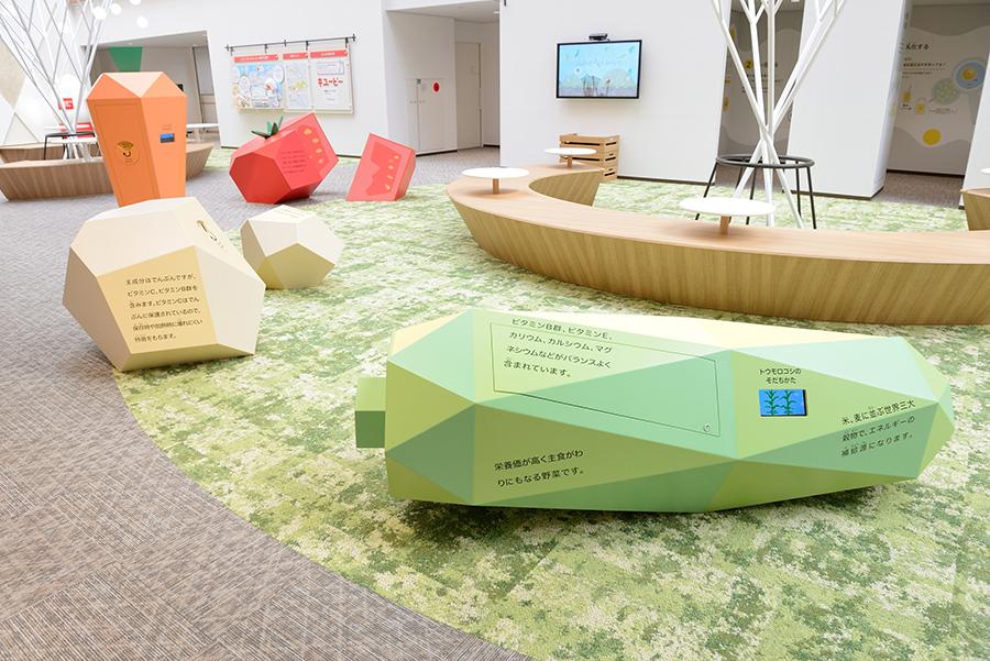 野菜や卵について学べる自由見学の「展示ゾーン」
