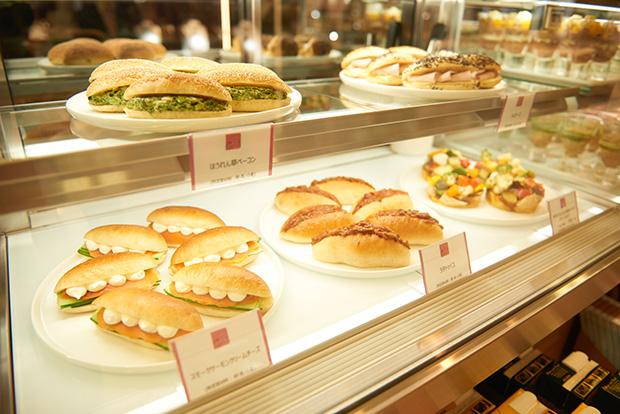 サンドイッチは2種選んで800円。これにスープを合わせてランチにしても、十分満足できる