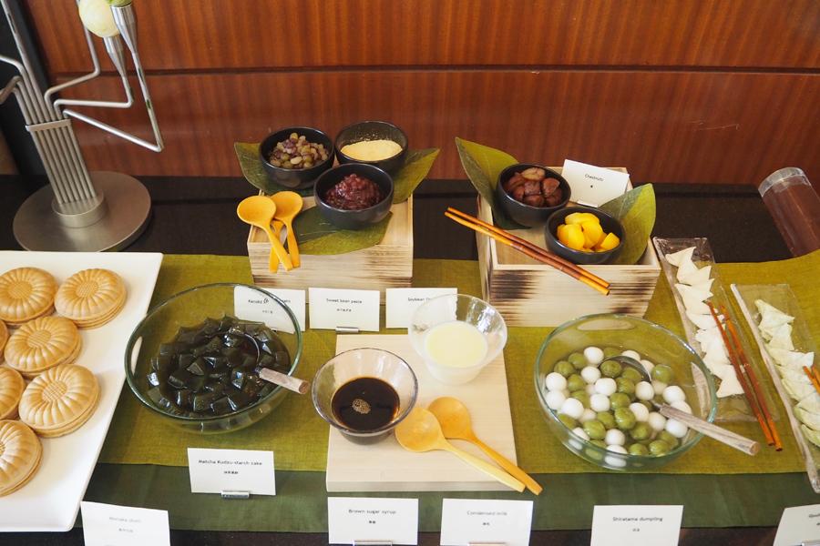「ミニ和菓子バー」には最中の皮や求肥、ゆで小豆、栗などのトッピングも