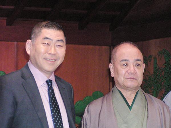 会見で、古典芸能の奥深さを語る桂南光(左)と豊竹英太夫(大阪市内)
