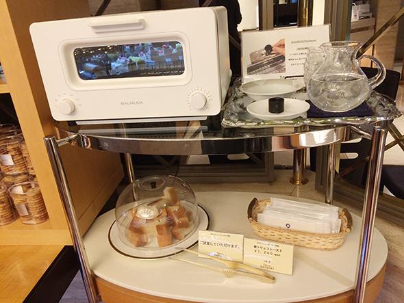 「パティスリーSATSUKI」店内ではバルミューダでトーストして試食もできる