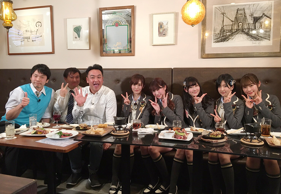 スピンオフ企画で難波ロケを敢行したNMB48と芸人・たむらけんじ、MCのかまいたち