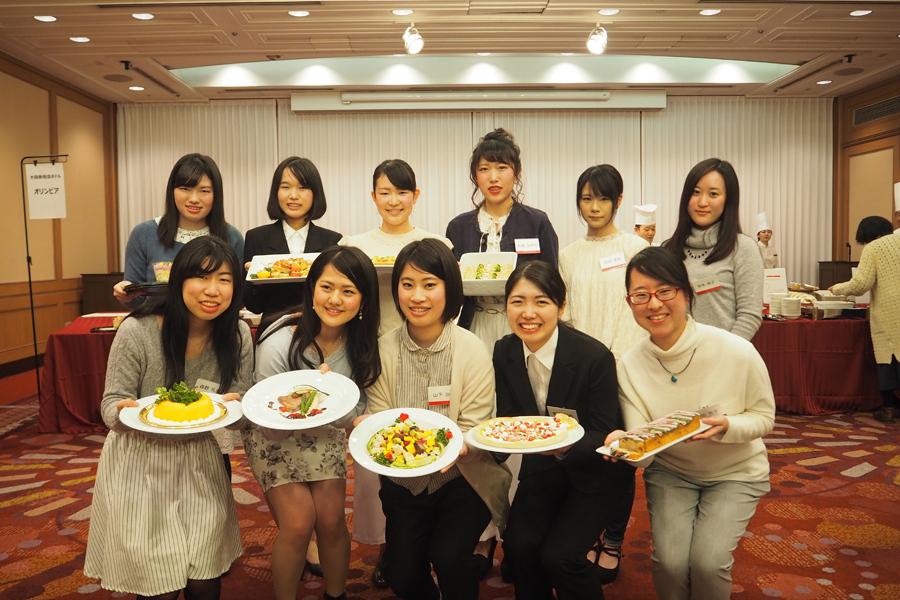メニューを考案した武庫川女子大学の学生