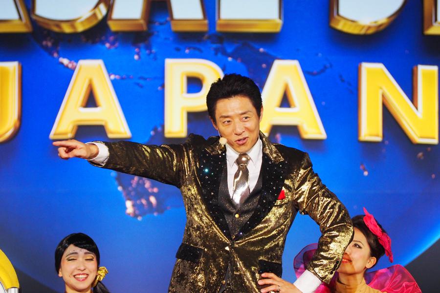 金色の衣装で登場した、USJ15周年リ・ボーン大使の松岡修造