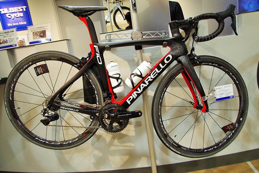 自転車の価格帯は少し高めの設定で25~30万円。最も高い自転車は127万4400円(フレームはピナレロ、コンポーネントはデュラエース)