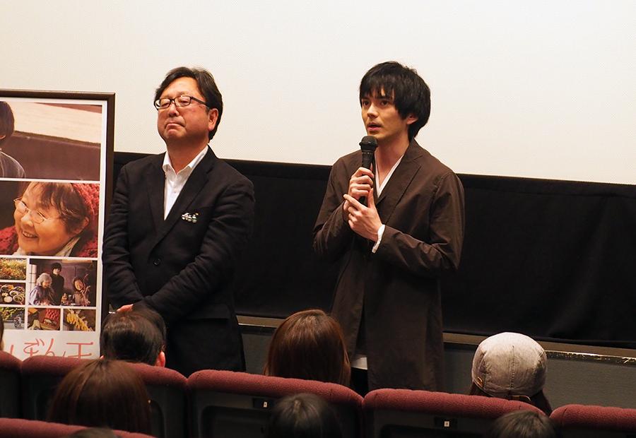 「テアトル梅田」で舞台挨拶をおこなった東伸児監督(左)と林遣都(25日・大阪市内)