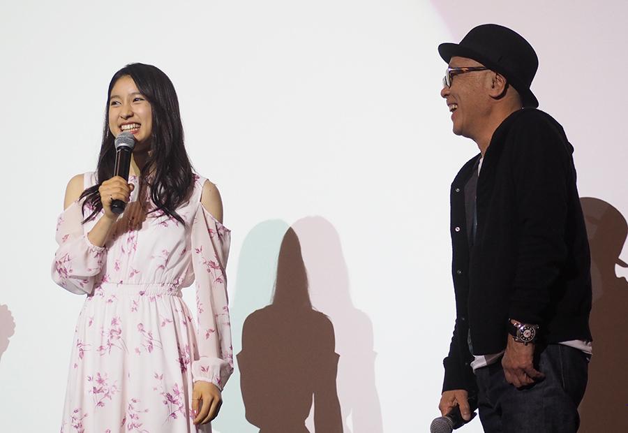 映画『PとJK』舞台挨拶に登場した土屋太鳳と廣木隆一監督(2日・大阪市内)