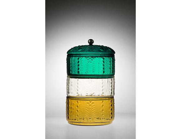 型吹き草花文色替り三段重 江戸時代(1711〜81) 瓶泥舎びいどろ・ぎやまん・ガラス美術館蔵