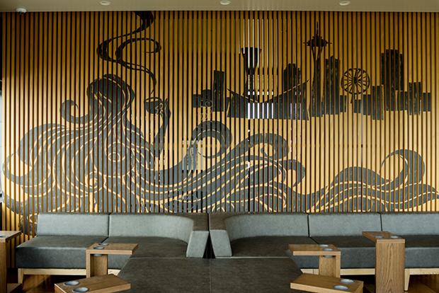 「スターバックス コーヒー 神戸メリケンパーク店」2階壁面アートワークは、波間にたゆたうセイレン