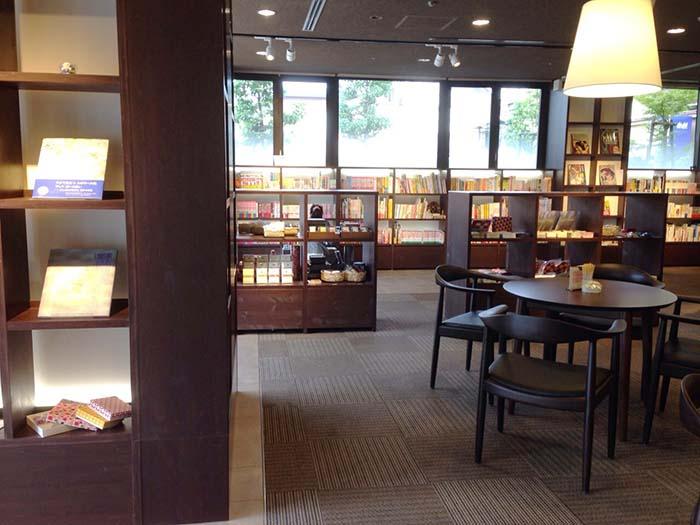 「ホテルビナリオ 嵯峨嵐山」内にある「本と雑貨があるカフェ Tutti」