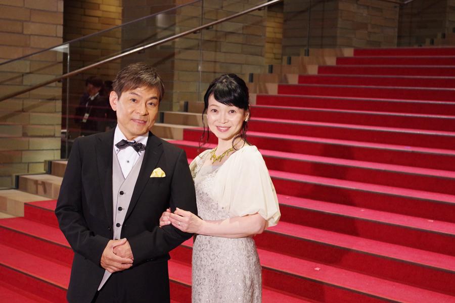 映画『美女と野獣』の大阪プレミアに登場した内場勝則、未知やすえ夫婦