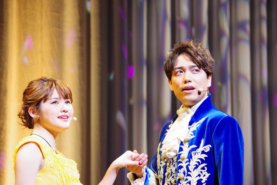 デュエット『美女と野獣』を披露する昆夏美と山崎育三郎