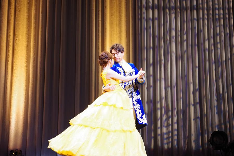 デュエット『美女と野獣』を披露し、映画さながらダンスを踊る昆夏美と山崎育三郎