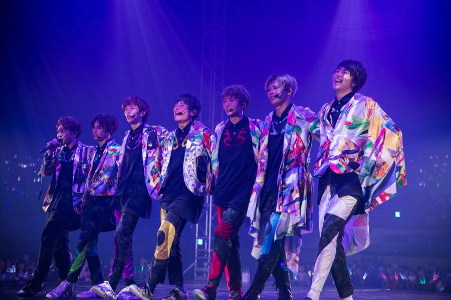 (左から)ボーカルのコーイチ、ダンサーのタクヤ、リョウガ、ユースケ、ユーキ、カイ、ボーカルのタカシ