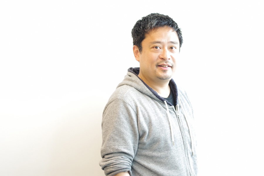 「シュールでも、ナンセンスでも、コメディでも、シリアスでもない。カムカムミニキーナでしかない作品を作るのが目標」と松村(10日、大阪市内)