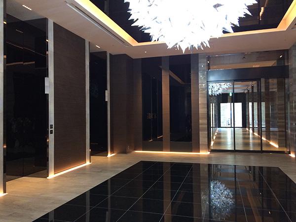 1階エントランスのエレベーターホール