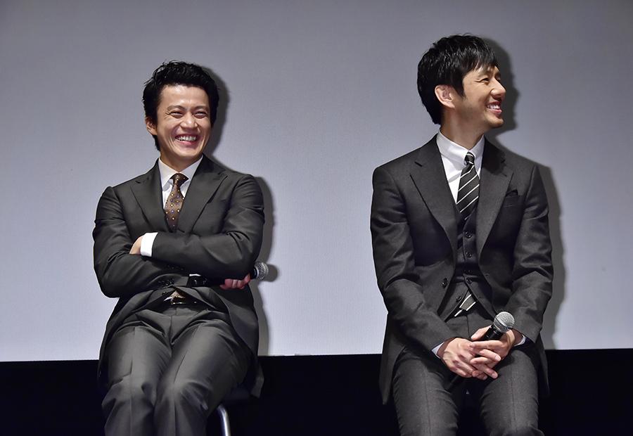 民放連続ドラマ初共演となる小栗旬(左)と西島秀俊
