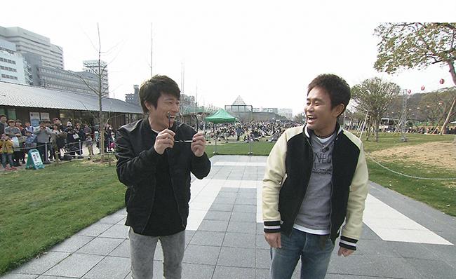 大阪の新名所をめぐる浜田雅功と田村淳(毎日放送『ごぶごぶ』)