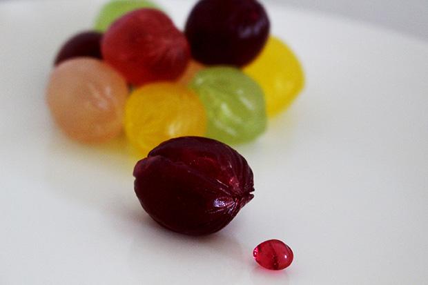 「巨峰」と「マスカット」の中には、種のような粒ゼリーが入っており、噛むとブドウの味わいが口いっぱいに広がる