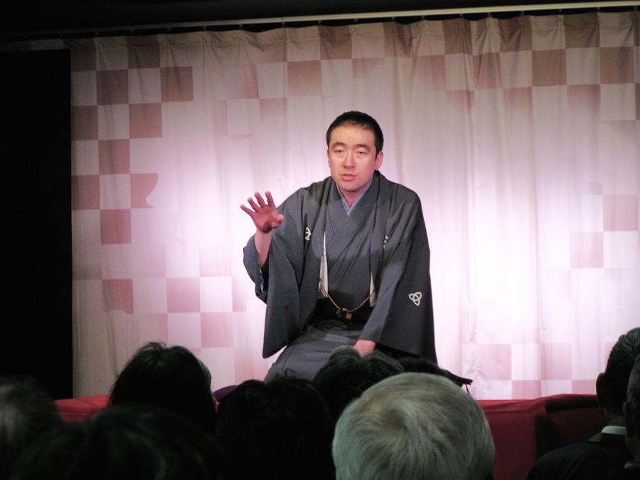 『ハルカス寄席』の高座でわかせる桂雀太。昨年度「NHK新人落語大賞」を受賞した