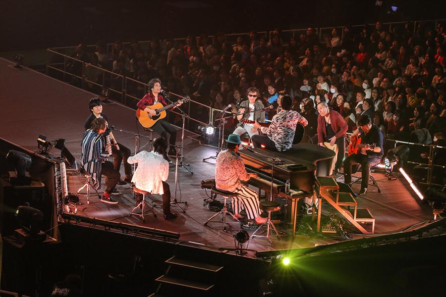 通称・出ベソステージで披露されたアコースティックなセッション