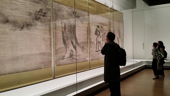 慶長4年の作、この時代に書かれた人物画としては最大の大きさ。16幅からなる「竹林七賢図(重要文化材)」/建仁寺(京都) ※通期展示、ただしこの場面は前期展示(〜4/30)