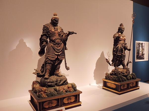 「金剛峯寺」(和歌山県伊都郡)の四天王立像のうち「広目天」(左)と「多聞天」(右)