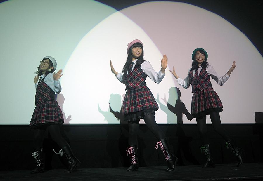 『きびだんごダンス』と『君がキビに恋してる』のオリジナル曲を披露したKBDホーリーナイト(29日・大阪市内)