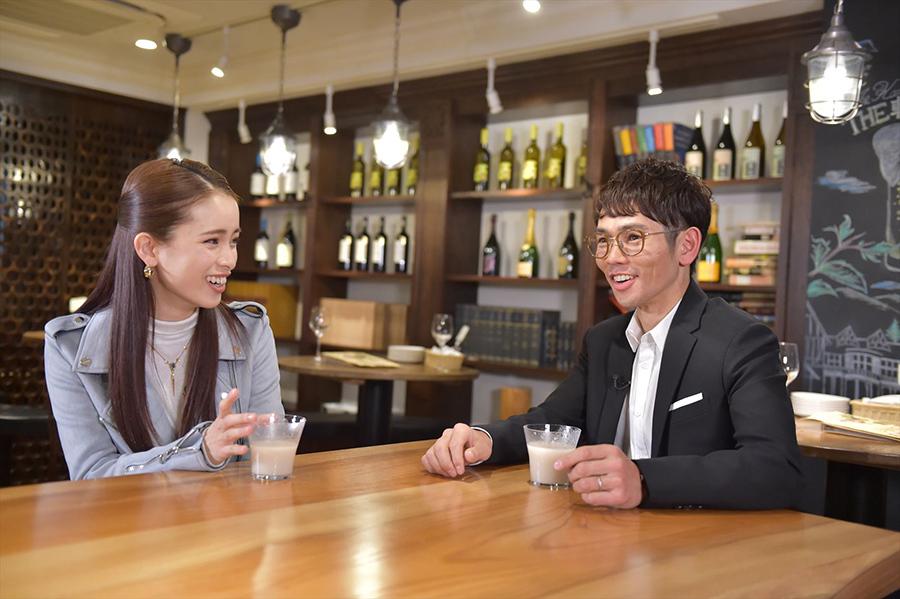 『キシュメシ!』シーズン2の第1回ゲストは戸崎圭太騎手。左はナビゲーターの尾崎紗代子