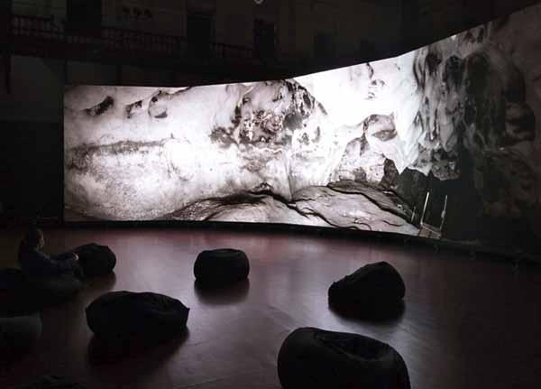京都文化博物館 別館1階にて、ラファエル・ダラポルタ「ショーヴェ洞窟」展