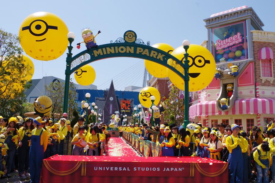 4月21日オープンの『ミニオン・パーク』。19日におこなわれたセレモニーには多くのファンが集まった