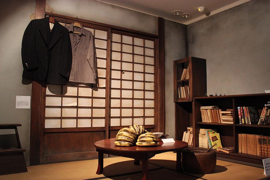 結婚したばかりの頃、妻の布枝さんと過ごした居間を再現したコーナー