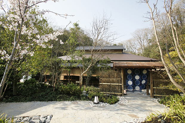 天然温泉「延羽の湯 野天 閑雅山荘」にある、「囲炉裏料理 熾火」外観