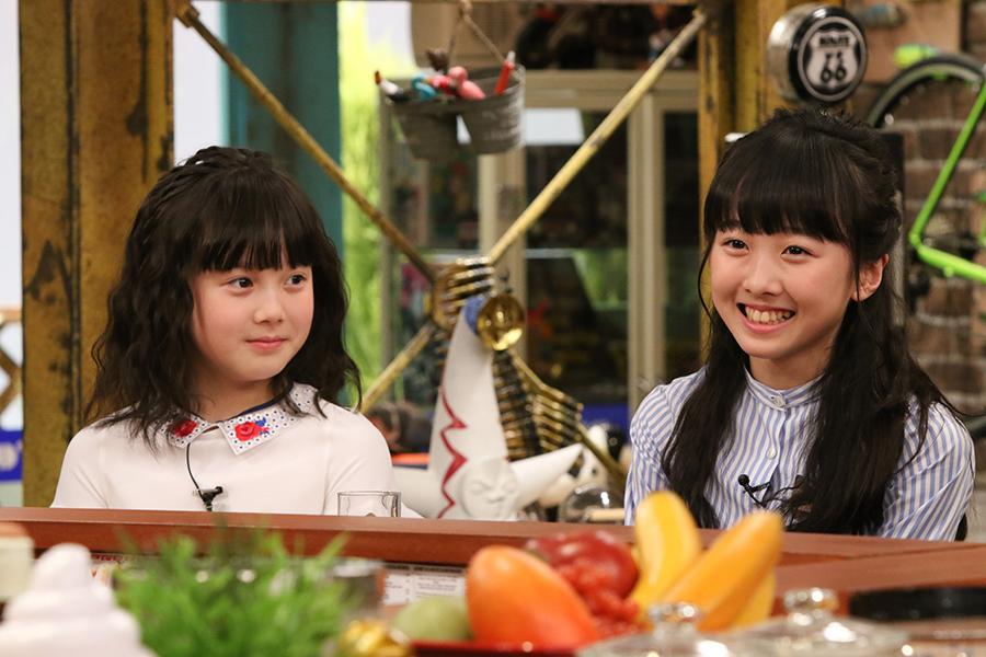 カンテレのバラエティ番組『おかべろ』に出演した本田望結(右)と紗来(左)