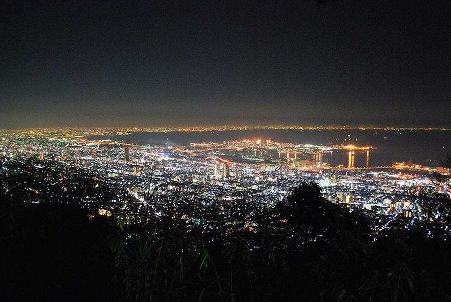 今回、唯一二つ星を獲得した「摩耶山掬星台」からみた神戸の街を中心としたダイナミックな美しい夜景
