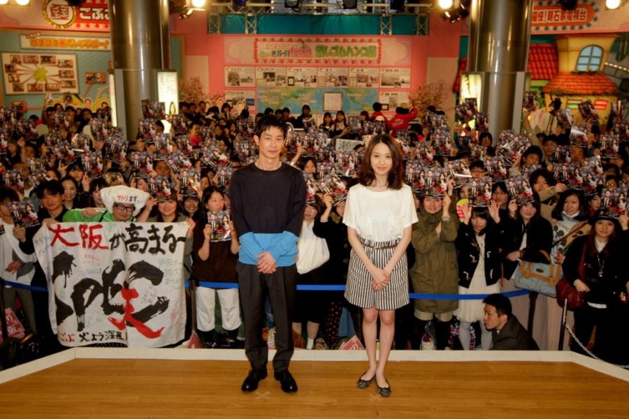 作品にちなんだ衣裳のファンが大勢詰めかけた、映画『SPEC』イベント(4日・大阪市内)