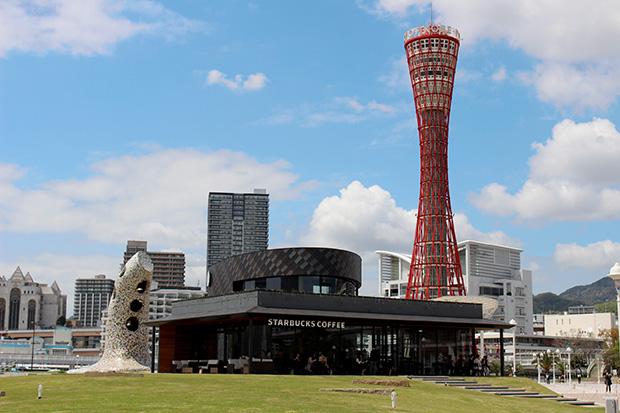 船が海に向かって出港する様子を建築で表現。神戸海洋博物館の海側に建