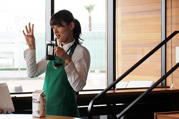 「いつでもだれでもおいしく飲めるコーヒー、パイクプレイスローストのように、すべての人に愛されるお店にしたい」と話す店長の高田聖子さん